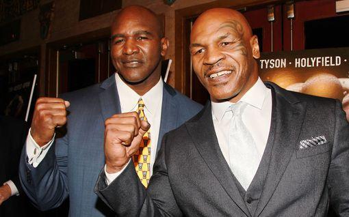 """Korvan pureminen on unohdettu? Evander Holyfield, 57, näytti vihreää valoa Mike Tysonin, 53, kohtaamiselle – """"minä tiedän, mikä on hyvä summa"""""""