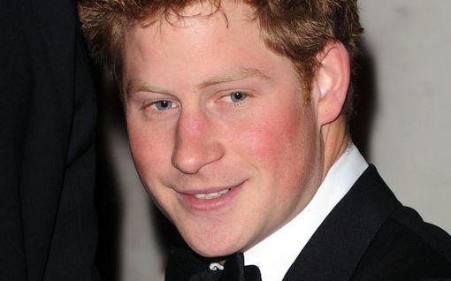 Prinssi Harry vietti päivän vieroituksessa – muistatko nämä hovia ravisuttaneet skandaalit?