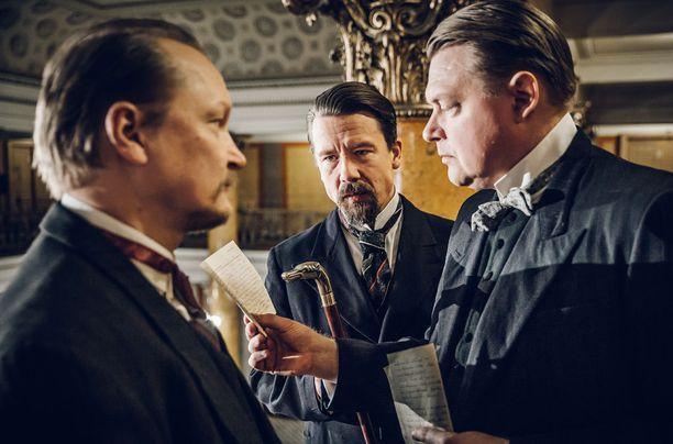 Janne Reinikainen esittää Kullervo Mannerta, Tommi Eronen Edvard Valpasta ja Jarkko Pajunen Oskari Tokoita.