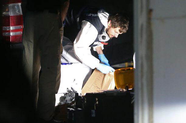 Turkin poliisin rikospaikkatutkijat keräsivät viime viikolla todisteita Saudi-Arabian konsulaatista ja konsulin asunnolta.