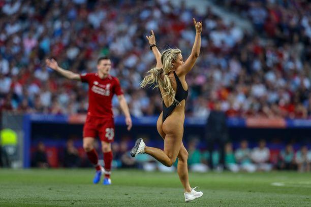 Kinsey Wolanski nousi miljoonien ihmisten tietoisuuteen juoksemalla kentälle Mestarien liigan finaalissa sunnuntaina Madridin Wanda Metropolitano -stadionilla.