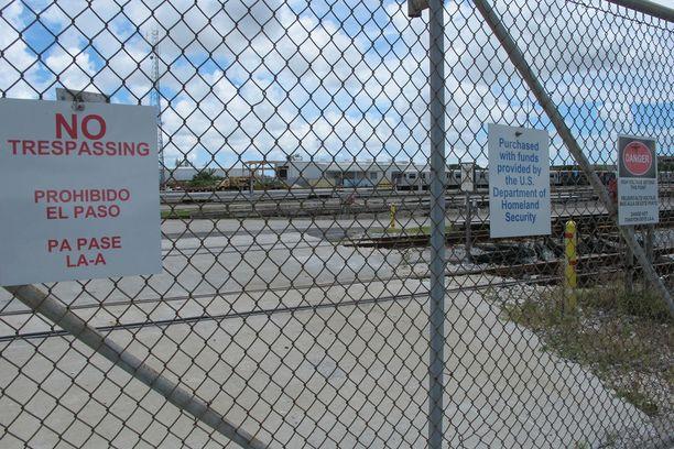 Miami Drum Services Superfund -ongelmajätelaitos kuvattiin keskiviikkona. Se ja viisi muuta myrkkyjätelaitosta sijaitsevat Irman todennäköisellä reitillä.