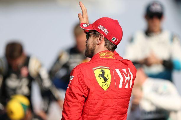 Sebastian Vettel antaa ymmärtää jatkavansa uraansa ensi kaudella.