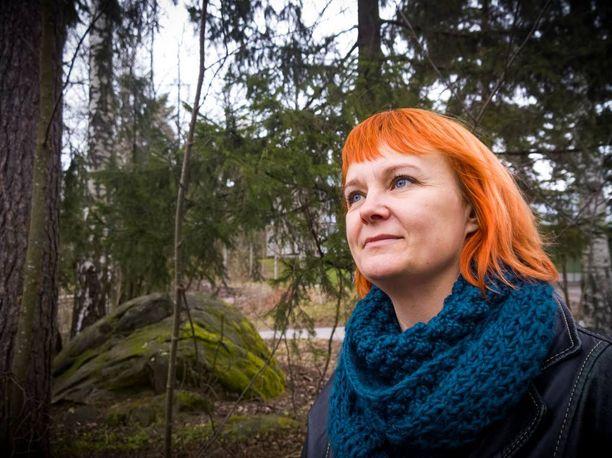 Kohdunpoisto oli Nina Närväisen mielestä yllättävän vaivaton toimenpide. - Kävelin kauppaan heti seuraavana päivänä.
