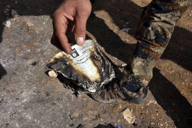 Aivan Tigris-joen tuntumasta löytyneen Isisin tunnelin lähettyviltä löytyi myös asiakirjoja, joita oli yritetty polttaa. Kyseessä on jonkinlainen kulkulupa.