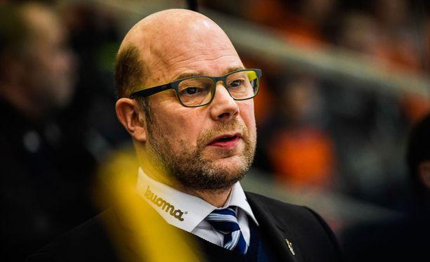 """Risto Dufva laski, että Ässät-peli oli Jukureille jo 22:s """"yhden maalin tappio""""."""
