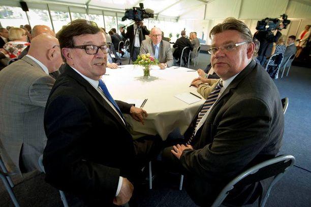 Paavo Väyrynen avasi puoluekokouksessa sanaisen arkkunsa ensimmäistä kertaa lauantaiaamupäivänä yleiskeskustelun yhteydessä. Kuva Kultarannasta.