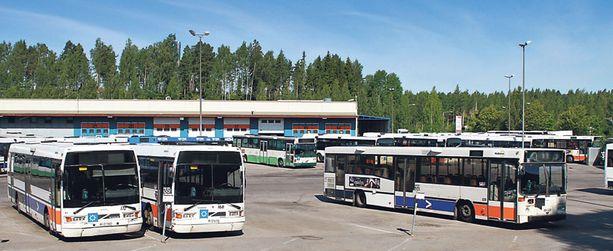 Nuorukaisen epäillään vieneen busseja muun muassa Vantaalta Hakunilan varikolta.