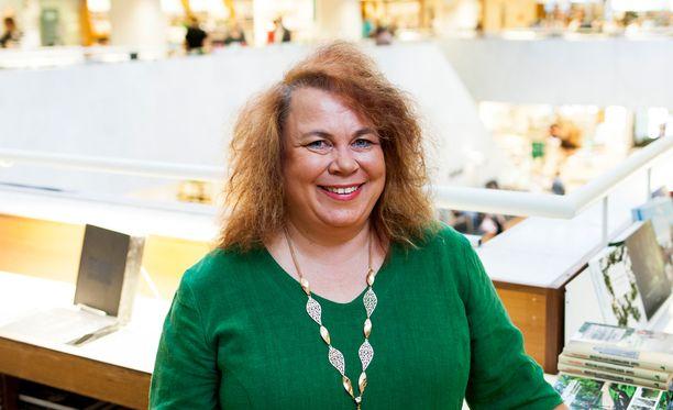 Leena Lehtolainen oli vasta 12-vuotias, kun hänen ensimmäinen romaaninsa julkaistiin.