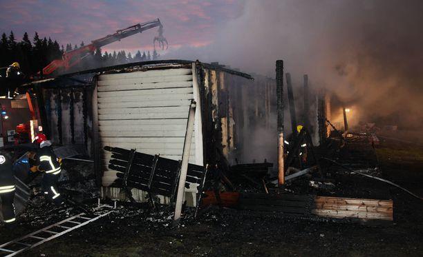 Talo tuhoutui täysin tulopalossa.