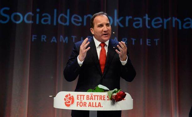 Sosiaalidemokraattien puheenjohtaja Stefan Löfven puhui kannattajilleen vaali-iltana.