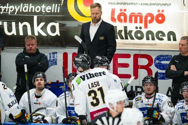 Tuttu miljöö. Mikko Manner työskenteli Kärppien vaihtopenkillä kahdeksan kauden ajan.