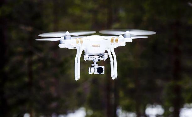Dronet aiheuttivat äitienpäivänä vaaraa Helsinki-Vantaan ilmaliikenteelle. Kuvituskuva.