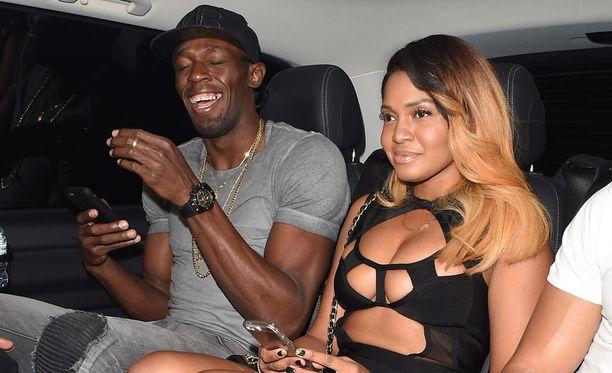Usain Bolt lähti tiistai-iltana klubille naisseurassa.