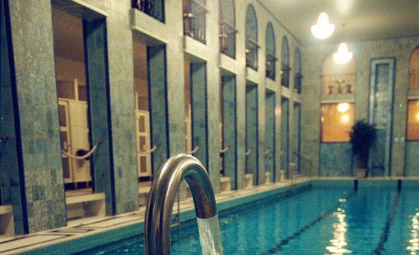 Yrjönkadun uimahalli kuvattuna 1990-luvun lopussa.