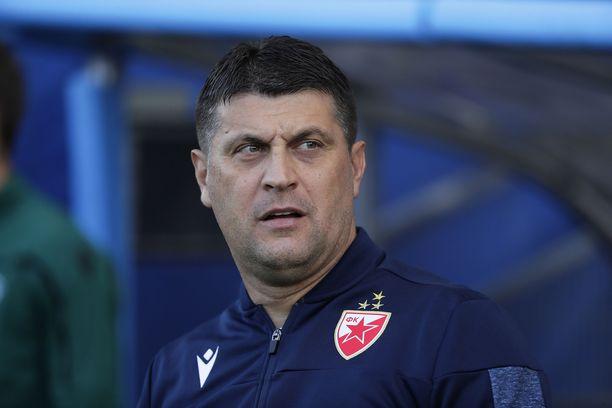 Vladan Milojevic kehui HJK:n esitystä.