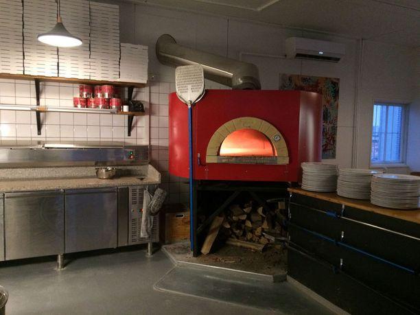 Pure Pizzan uuni tilattiin Italiasta.