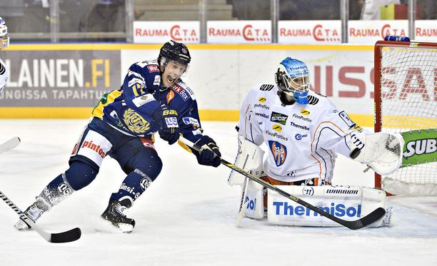 Ville Nieminen (vas.) ja Juha Metsola väänsivät tällä kaudella vastakkain.