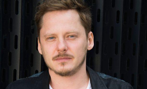 Jonne Aaron tuli tunnetuksi Negative-yhtyeen laulajana.