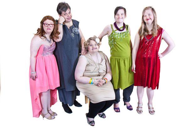 Emma, Tuulikki, Marina, Noora ja Johanna pääsivät kokeilemaan, miltä tuntuu mallin elämä.