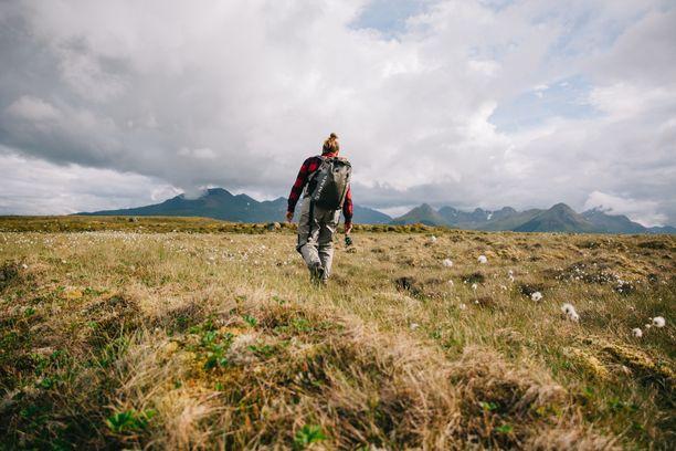 Luonnossa liikkuminen ja kalastus ovat tärkeitä asioita niin Himarille kuin hänen puolisolleenkin.