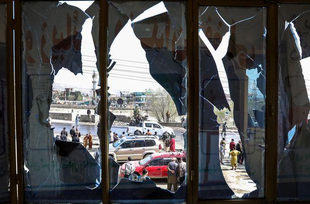 Epävakaat olot uhkaavat jatkua Afganistanissa. Kuvituskuva Kabulista pommin jäljiltä 18. maalikuuta.