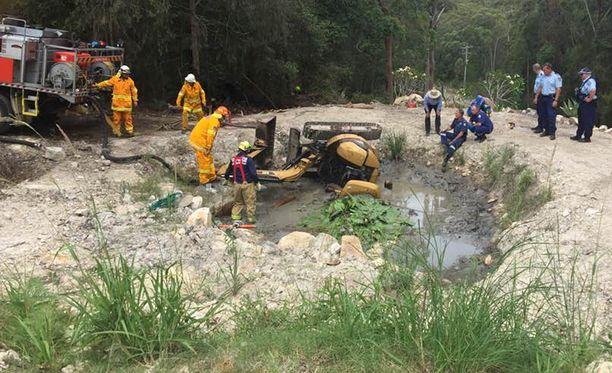 Kuopasta pumpattiin pois vettä ja mutaa ennen kuin Miller nostettiin ylös.