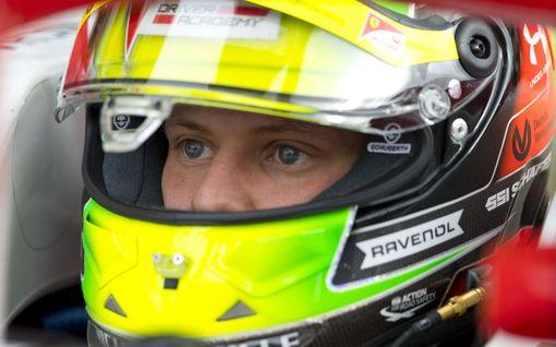 Hämmentävä ongelma aiheutti Mick Schumacherin keskeytyksen - sammutin laukesi päälle kesken kisan