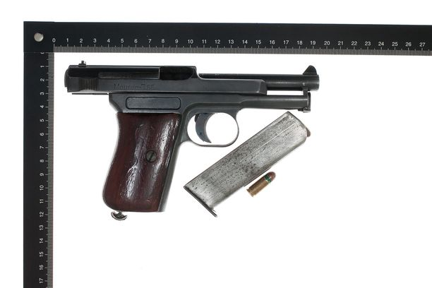 Poliisin julkaisema kuva aseesta.