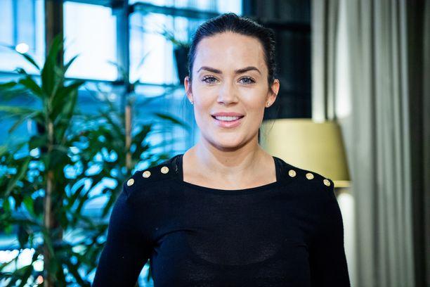 Martina Aitolehti tunnetaan esimerkiksi televisio-ohjelmista Viidakon tähtöset ja Gladiaattorit.
