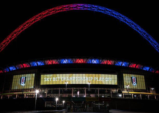 Wembley kirkastui Fulhamin väreillä lontoolaisten napatessa nousun sarjaporrasta ylemmäs.