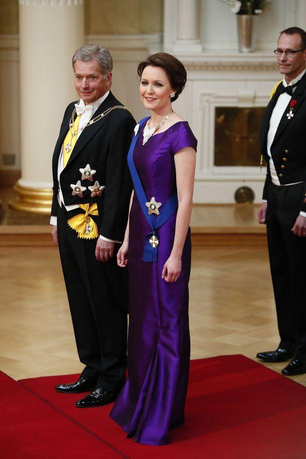 Vuonna 2016 Jenni Haukio pukeutui vaatesuunnittelija Sari Nordströmin violettiin luomukseen. Tänä vuonna hänen puku tehdä koivusta valmistetusta ioncell-kankaasta – Sykkö uskoo Haukion ekologisen valinnan inspiroivan vieraitakin.