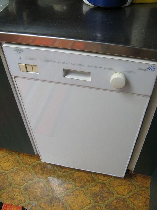 Mäkelän astianpesukone on vuodelta 1989.