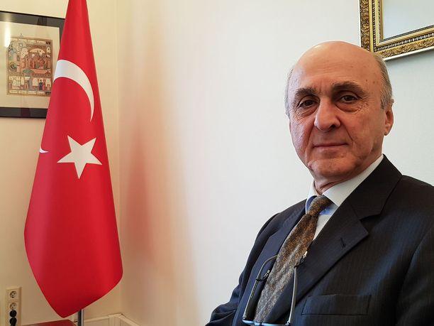Turkin suurlähettiläs Adnan Başağa kertoo, että Turkki sotilasoperaatiota Syyriassa välttämättömänä YPG-kurdijoukkojen kukistamiseksi.