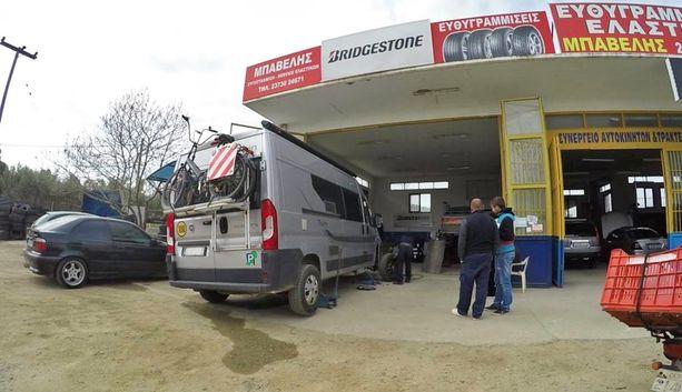 Auton kunnosta kannattaa pitää huolta myös ulkomailla.