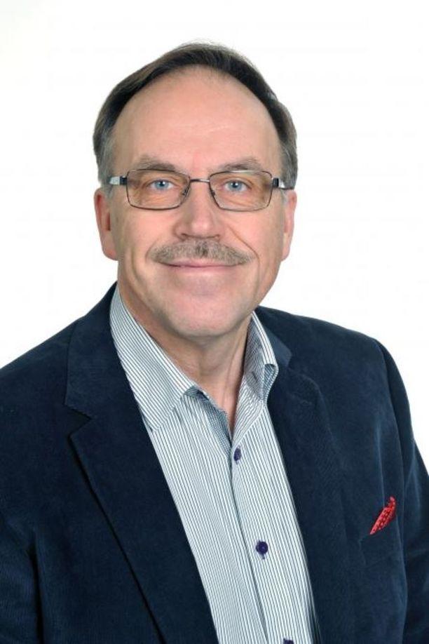 SDP:n entinen kansanedustaja Arto Seppälä on nostanut sopeutumiseläkettä vuodesta 2013, vaikka hänellä on vakituinen virka Itä-Suomen aluehallintovirastossa.
