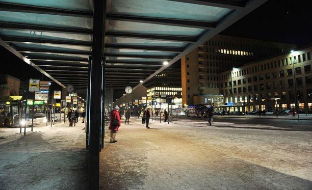 Poliisin varautuu uudenvuodenyön kaltaisiin tapahtumiin lauantaina Helsingin keskustassa.
