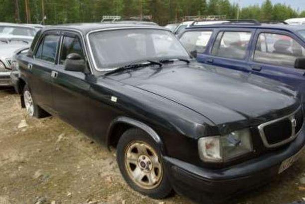 Lauantain korkein huuto, 1 200 euroa, tehtiin mustasta Volgasta (kuvassa).