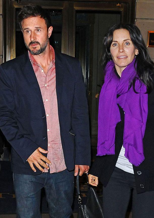 David Arquette ja Courteney Cox tapasivat Screamin kuvauksissa 15 vuotta sitten ja ovat edelleen yhdessä.
