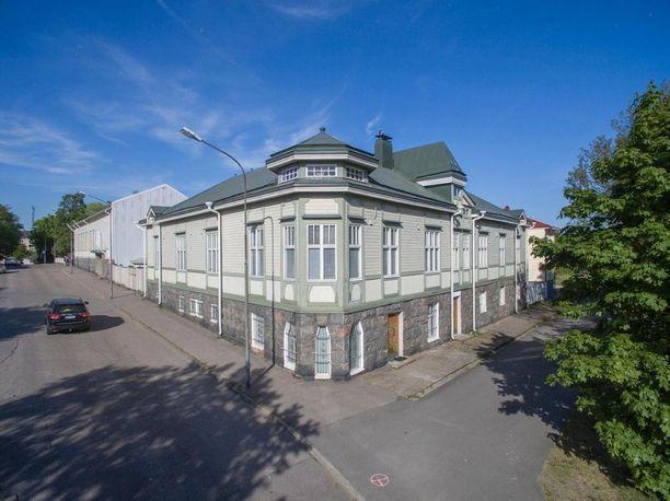 Hangossa sijaitseva jugend-talo on rakennettu vuonna 1904.