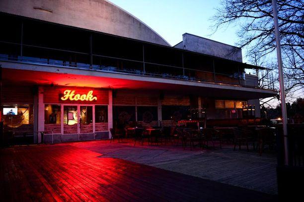 Mies ehti työskennellä hetken Helsingin Hook-ravintolassa.