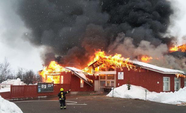 Koulusta evakuoitiin sinne majoittuneet 48 ihmistä, jotka olivat saapuneet paikalliseen pilkkikilpailuun.