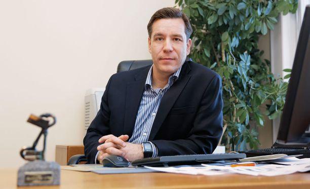 Suomalaisen Työn Liiton toimitusjohtaja Tero Lausalan mukaan tulokset kertovat suomalaisten terveestä ylpeydestä omaan osaamiseen.