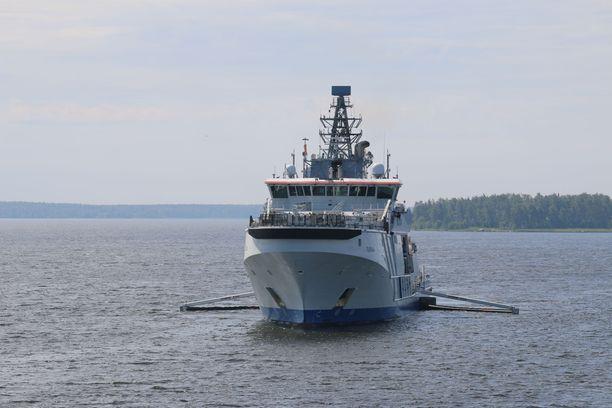 Vartiolaiva öljyntorjuntatehtävissä Suomenlahdella kesällä 2019.