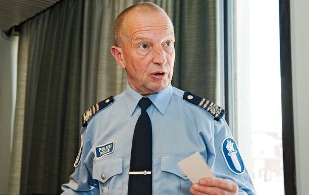 Eläkkeelle jäänyttä poliisikomentaja Jukka Riikosta kuultiin Aarnio-käräjillä todistajana maanantaina.