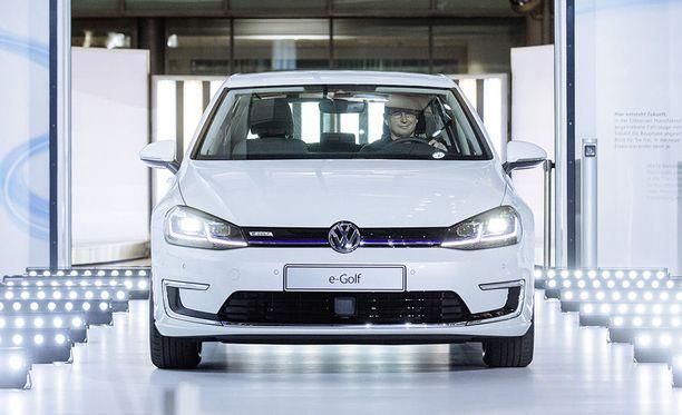 Volkswagen ensiesitteli e-Golfin mallipäivityksen Los Angelesin autonäyttelyssä.