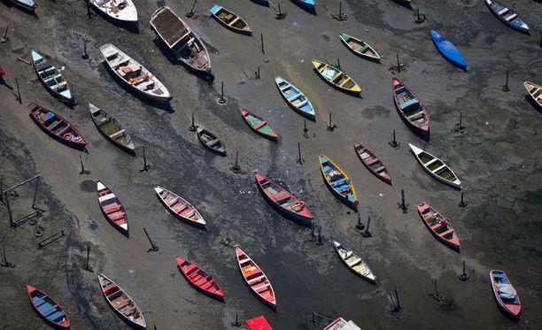Guanabaran lahti ja sen edustalla oleva ranta on pahasti saastunut.