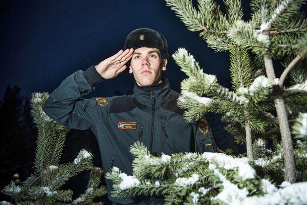 Markus Vuorela työskentelee nuorempana rajavartijana Kuhmossa. Hän on ollut komennuksella muun muassa Helsinki-Vantaalla.