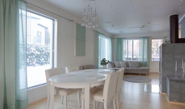 Tässä talossa on kiinnitetty erityistä huomiota terveyttä ja ekologista asumista tukeviin ratkaisuihin ilmastoinnin, kodinhallinnan ja energian osalta. Omakotitalo oli teknologian asiantuntijoiden valinta asuntomessujen talotekniikan mallitaloksi.