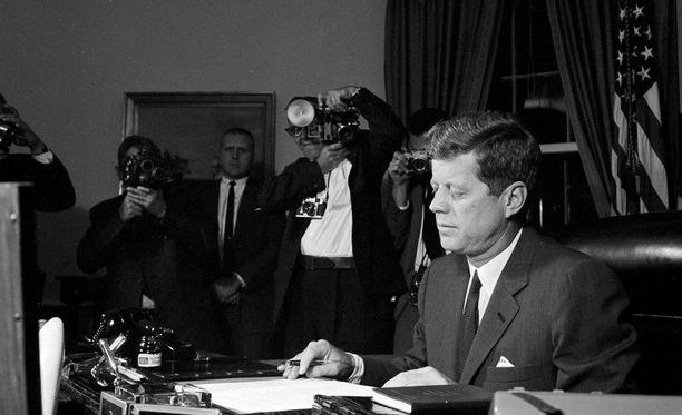 Presidentti John F. Kennedy oli kovassa testissä kriisin päivinä.